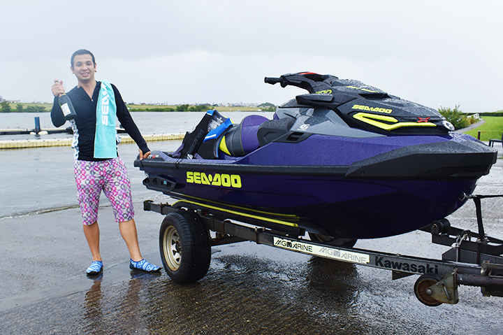 Sea-Doo RXT-X 300 納艇